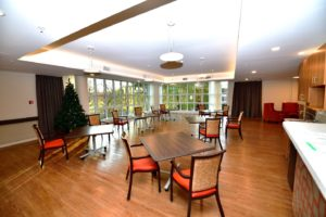 Amenities: Dining Room and Lounge