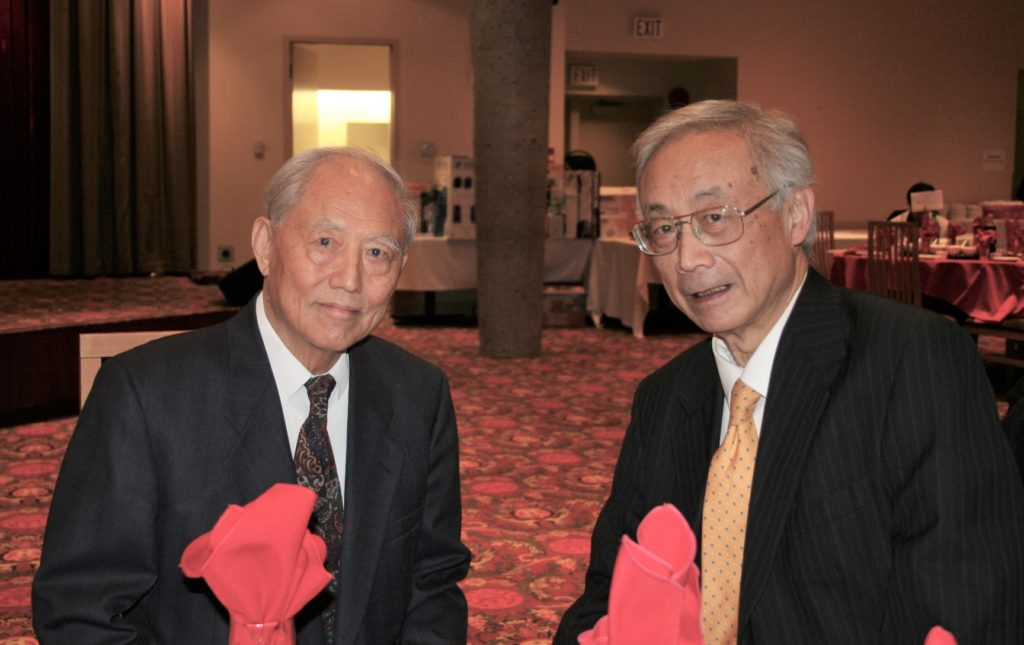 2009 Villa Cathay Christmas Dinner – Joe Wai and Dr. Harry Fan, founding Chair of Villa Cathay Care Home