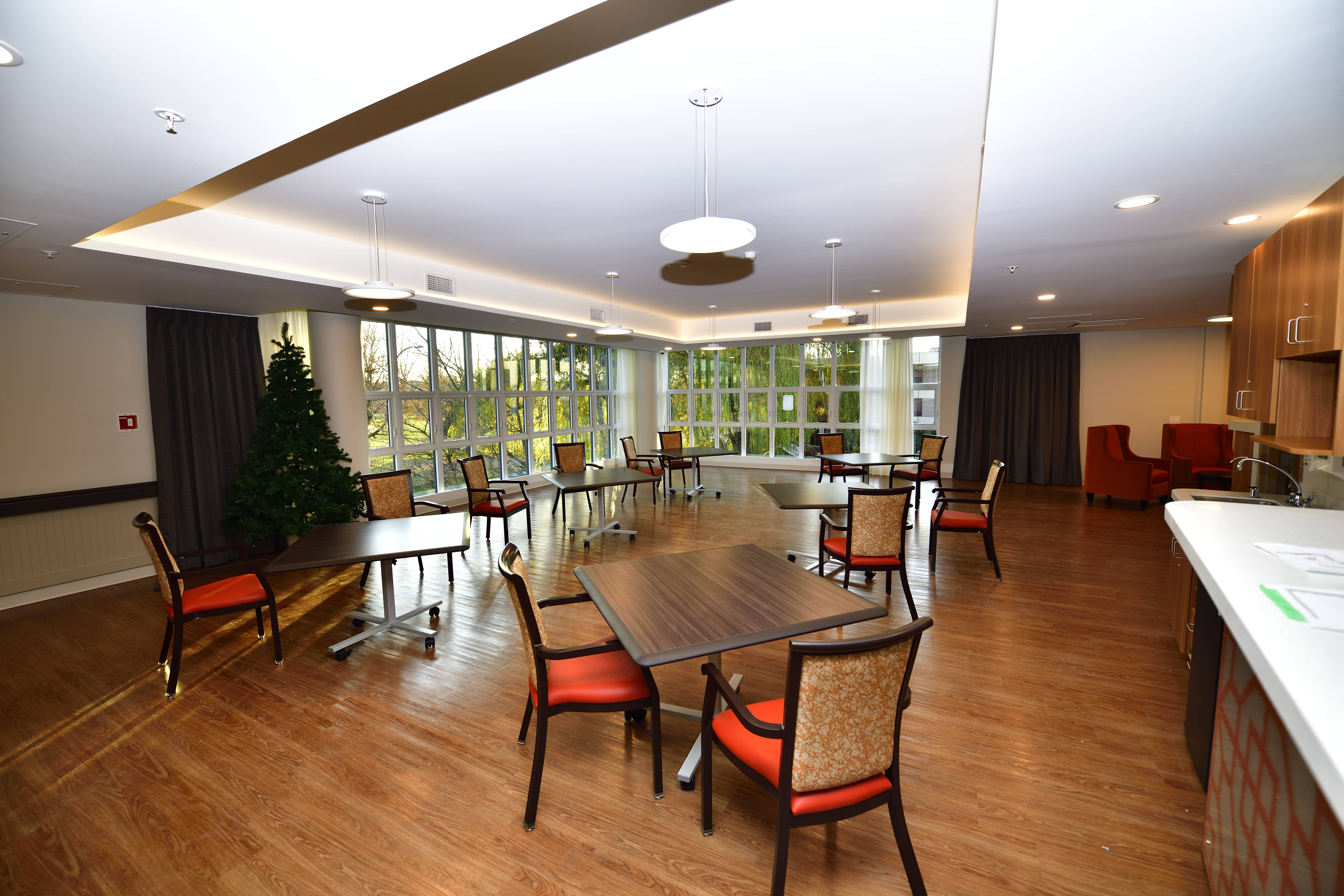Senior Home Amenities: Dining Room and Lounge